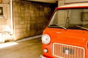 車は、新車購入時に下取りに出すより、中古車業者に出すほうが高く買い取ってくれる