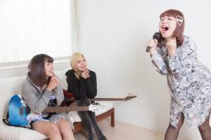 眠気防止に歌う
