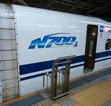 新幹線でスマホの充電、PCを使う