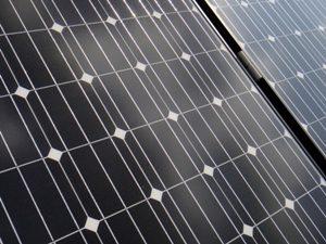 太陽光パネルが割れる