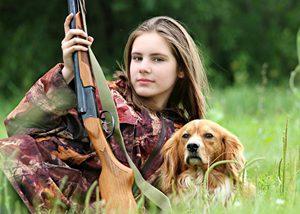 散弾銃で鳥を撃って食べる