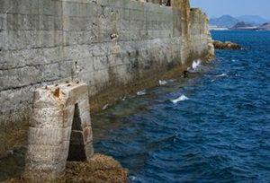 コンクリートの港で投網をすると網が破れる